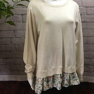 🌻 SALE! 3/$20 Cream soft knit floral hem XL top
